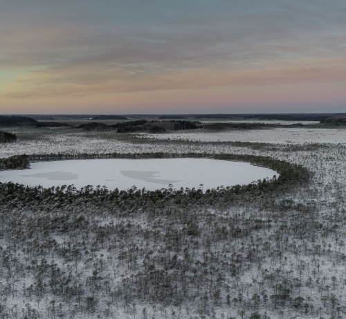 Külm on järve kaanetanud