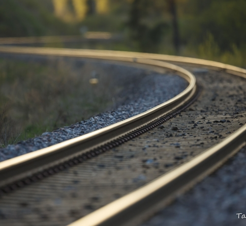 Rong sõidab raudteel 100-120km/h.....