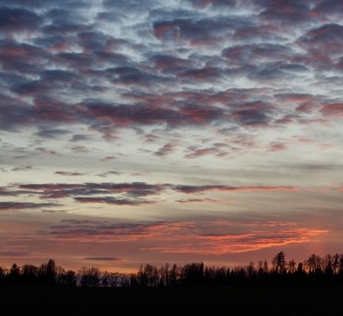 Õhtu värvilistes pilvedega